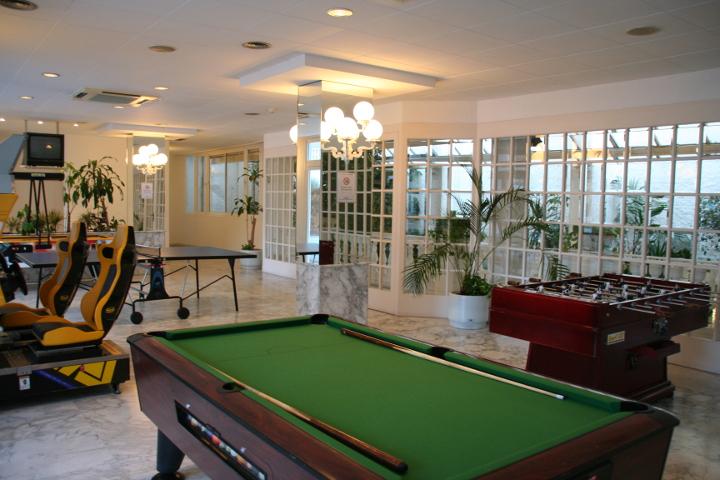 sala de juegos hotel calella